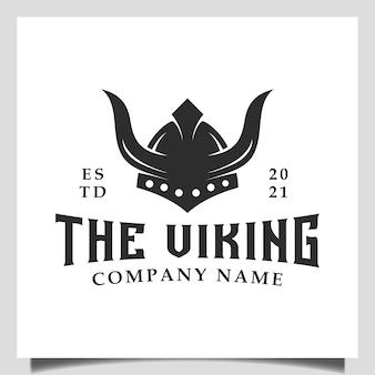 クロスフィット、ボート船、ジム、ゲームクラブ、チームスポーツシンボルのヴィンテージヒップスターバイキングアーマーヘルメットロゴデザイン