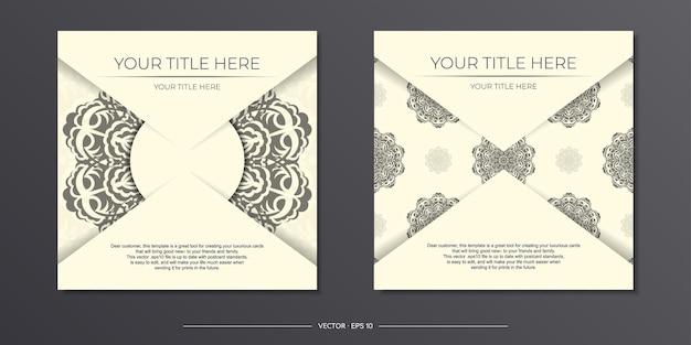 Винтажный шаблон открытки светло-кремового цвета с абстрактным орнаментом. готовый к печати дизайн приглашения с узорами мандалы.