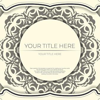 Винтажный шаблон открытки светло-кремового цвета с абстрактными узорами. готовый к печати дизайн приглашения с орнаментом мандалы.