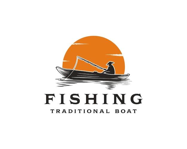 Винтажная монохромная концепция логотипа рыбалки с рыбаком в традиционной лодке на фоне заката