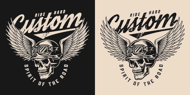 バイカーのヘルメットとワシの翼を持つゴーグルの碑文と頭蓋骨のビンテージモノクロオートバイラベル