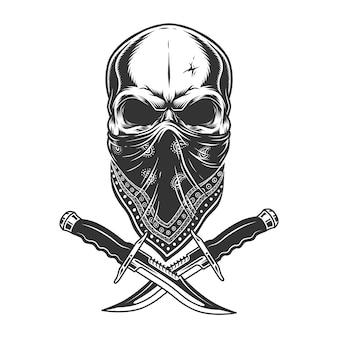 Старинный монохромный череп в бандане