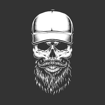 Старинный монохромный череп в бейсболке