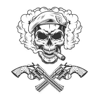 베레모를 입고 빈티지 흑백 군인 두개골