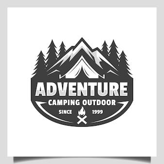 빈티지 산 모험 클럽 로고와 캠핑 리조트 야외 복고풍 벡터 엠블럼 로고 디자인