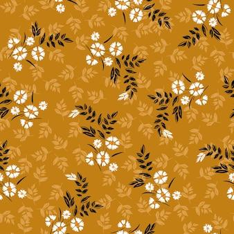 自由の小さな活気に満ちた白い花と牧草地の花のシームレスなパターンのヴィンテージ、ファッション、ファブリック、壁紙、ラッピング、レトロな黄色の背景のすべてのプリントのデザイン。