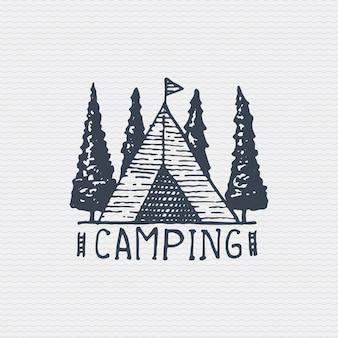 ヴィンテージの古いロゴやバッジ、刻印されたラベル、キャンプテント付きの古い手描きスタイル