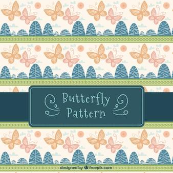 나비와 초록 나무의 빈티지 패턴