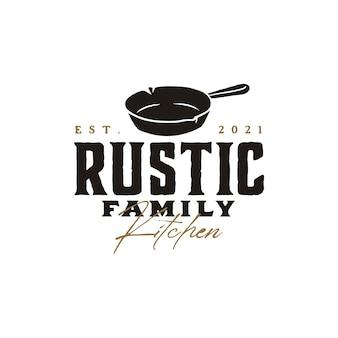 전통 음식 요리 요리 클래식 레스토랑 주방 로고 디자인을위한 빈티지 레트로 소박한 오래된 프라이팬 주철