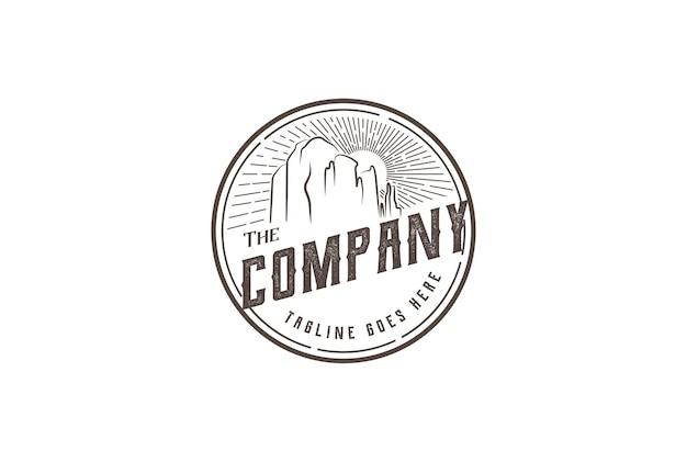 Урожай ретро восход красный каньон рок в седоне аризона дизайн логотипа вектор