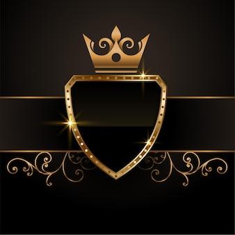Simbolo vuoto dello scudo della corona d'oro reale vintage in stile re