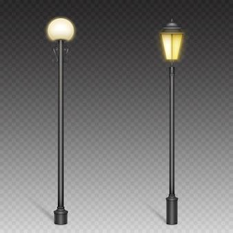 Винтажные уличные фонари, ретро фонарные столбы на стальных мачтах для городского освещения.