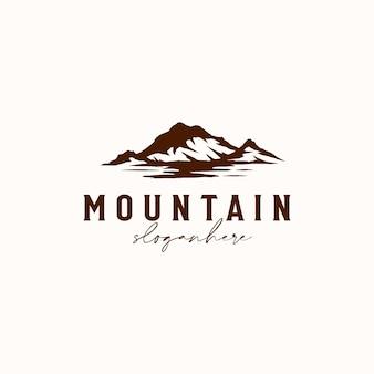 Винтажная восходящая горная сосна вечнозеленое дерево для шаблона дизайна логотипа для приключений на открытом воздухе