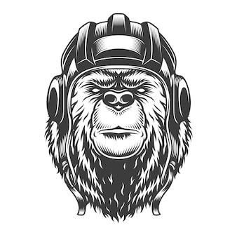 Винтажная голова медведя-танкиста в шлеме