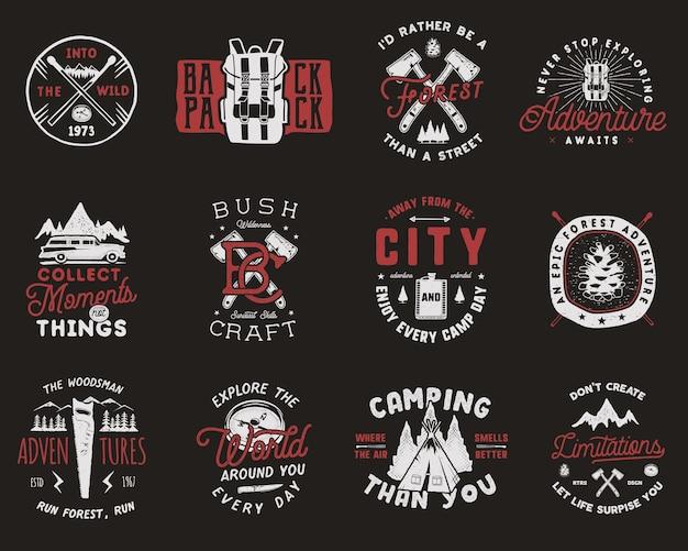Винтажные туристические значки устанавливают логотипы кемпинга с пешими значками и символами