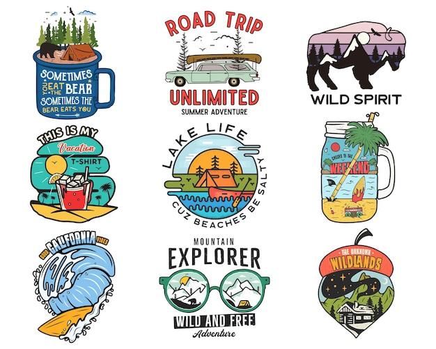 Винтажные туристические логотипы, набор патчей для отпуска. ручной обращается дизайн кемпинга этикеток. горная экспедиция, автопутешествие, серфинг. эмблемы походов на открытом воздухе. коллекция логотипов. векторного, изолированные на белом.