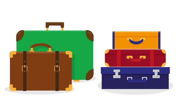 Винтажные туристические чемоданы, изолированные на белом фоне