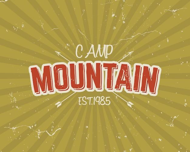 矢印とテキスト、山のキャンプ、黄色の色とビンテージタイポグラフィデザイン