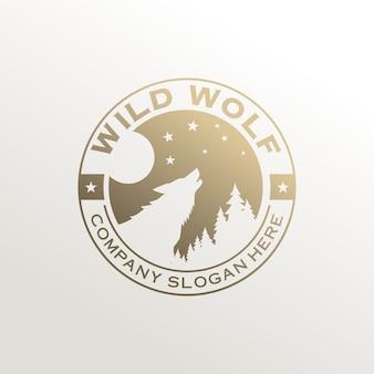 白で隔離のヴィンテージワイルドウルフロゴ