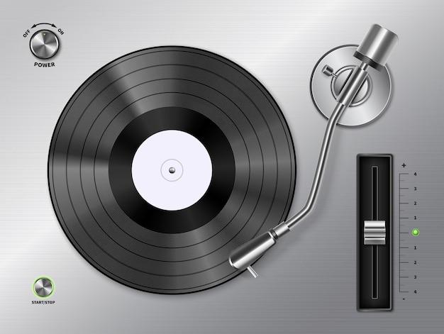 Виниловый диск, играющий на проигрывателе проигрывателя крупным планом, вид сверху, реалистичное черно-белое ретро-изображение