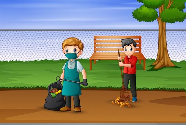 Волонтер убирает мусор в парке