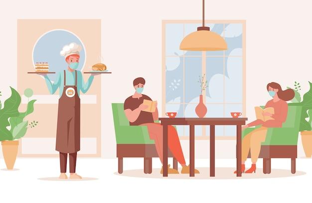 Официант в маске и перчатках держит тарелки с пирогом и жареной курицей