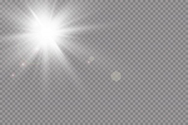 Теплый фон солнца. лето.блики солнечных лучей. белый светящийся свет взрывается на прозрачном фоне. с лучом. прозрачное яркое солнце, яркая вспышка. специальный световой эффект бликов.