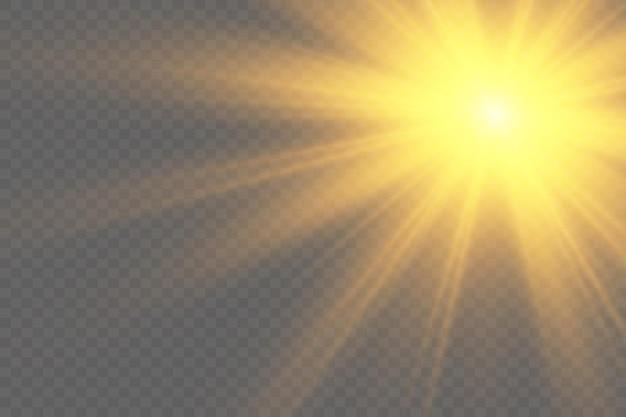 Теплое солнце на желтом фоне летоблики солнечных лучей