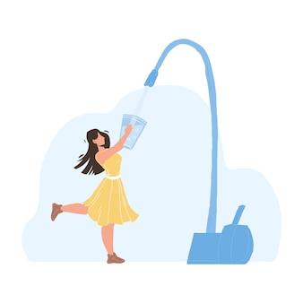 Кран фильтра для воды наливание в вектор стеклянной девушки. молодая женщина, держащая чашку и наполнение свежей чистой воды из крана. персонаж леди фильтрации напиток, здоровая чистота жидкий плоский мультфильм иллюстрации
