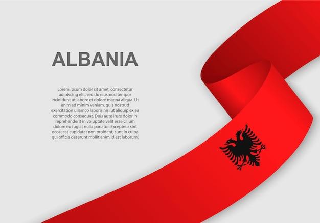 アルバニアの旗を振っています。
