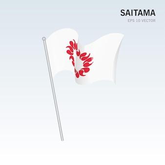 회색 배경에 고립 된 일본의 사이타마 현의 깃발을 흔들며