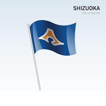 회색 배경에 고립 된 일본 시즈오카 현의 깃발을 흔들며