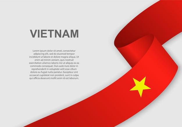 베트남의 깃발을 흔들며.