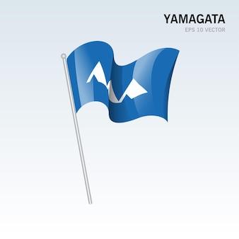 회색 배경에 고립 된 일본의 야마가타 현의 깃발을 흔들며