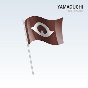 회색 배경에 고립 된 일본의 야마구치 현의 깃발을 흔들며