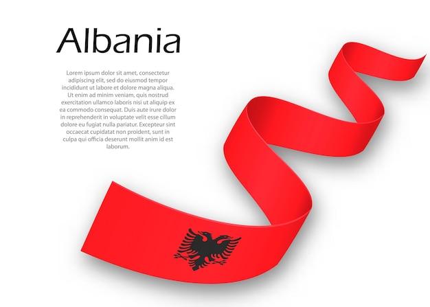 알바니아의 국기가 달린 리본이나 배너를 흔들고 있습니다. 독립 기념일 포스터 디자인을 위한 템플릿