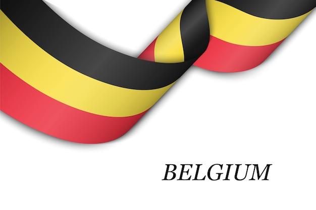 Размахивая лентой или знаменем с флагом бельгии.