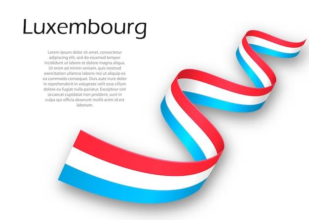 Размахивая лентой или знаменем с флагом люксембурга. шаблон для дизайна плаката ко дню независимости