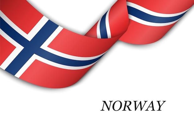 노르웨이의 국기와 함께 리본을 흔들며.