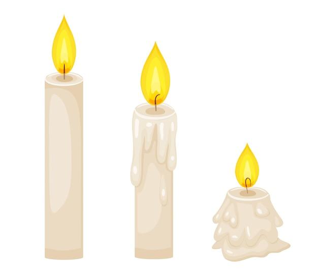 火傷のさまざまな段階で炎のろうそくをワックスします。ワックスの滴りで背の高いものから小さいものまで火が付いているパラフィンキャンドルのベクトル漫画セット。誕生日、ハロウィーン、新年のお祝いの装飾