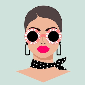 トレンディなサングラスをかけている女の子。美しい女性の顔。 webおよび印刷用の夏のポスター。