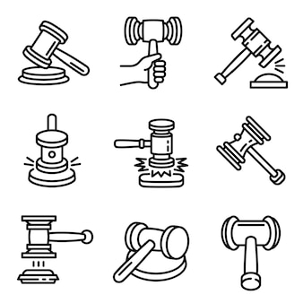 裁判官ハンマーのアイコンを設定します。分離されたwebデザインの裁判官ハンマーベクトルアイコンの概要を設定