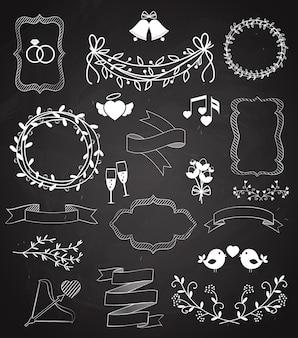 Свадебные элементы классной доски и ленты со стрелками в форме сердца, венки, гирлянды, колокольчики, птицы, шампанское, цветочные границы, баннерная лента и кольца, векторные наброски