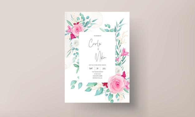美しい咲くユリとバラの花の結婚式の招待状