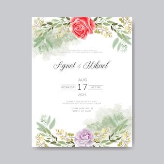 結婚式の招待カードと美しい花と葉