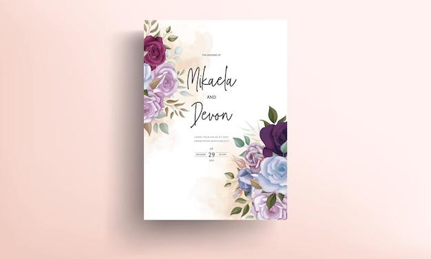 아름다운 꽃 장식이 있는 청첩장