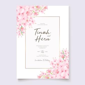 桜の花輪を持つ結婚式の招待状のテンプレート