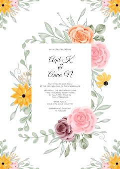 花のフレームと結婚式の招待状のテンプレート