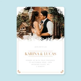 Modello dell'invito di nozze con la foto della sposa e dello sposo