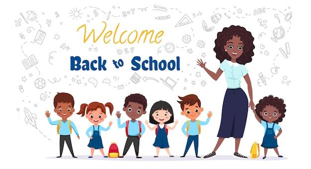 ようこそ学校のコンセプトに戻る小さな子供たちが先生と一緒に笑っている